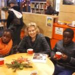 Gemütlich sitzen im Café Nachbarschafft